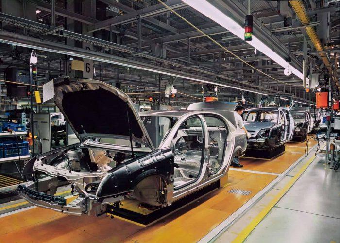 自動車産業